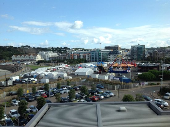 Radisson Blu Waterfront Hotel, Jersey : view out the window of stinky 446 room