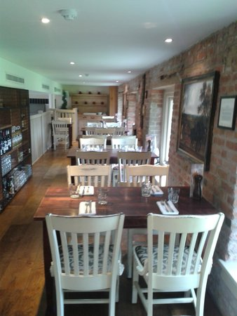 Granary Grill: Gallery with views of the gardens
