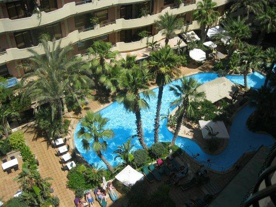 Hotel Fortina : la piscine vue de notre chambre au 8 étage