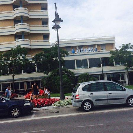 Hotel Caesar: Vista fronte albergo