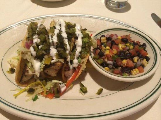 Joe's Seafood, Prime Steak & Stone Crab: fish taco's mmm