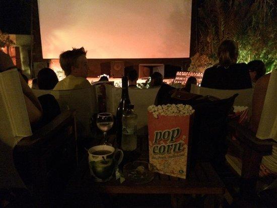 Open Air Cinema Kamari: Ottimo il bar!