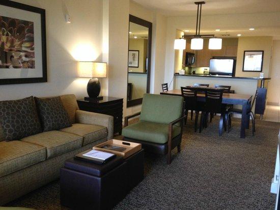 The Westin Kierland Villas: Living Room/Dining Room/Kitchen of 1BR Premium