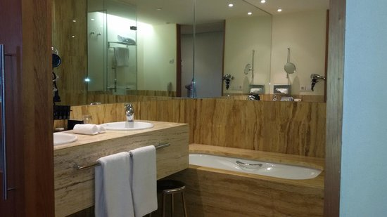 Melia Bilbao: Baño con todo lujo de detalles