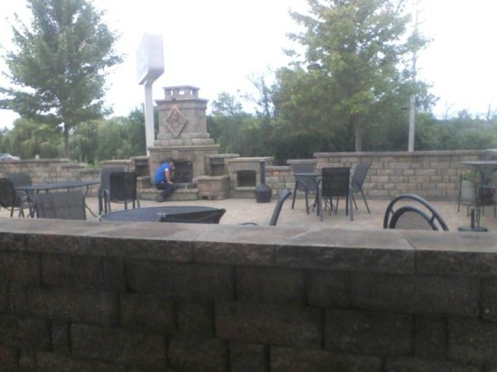 Best Western Plus Antioch Hotel & Suites: Outdoor patio