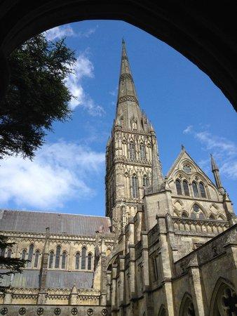 Salisbury Cathedral and Magna Carta: La torre gugliata.