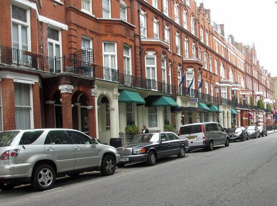 BEST WESTERN Burns Hotel Kensington: Burns in a row of boutique hotels