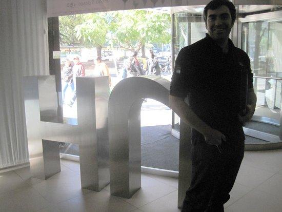 NH Buenos Aires 9 de Julio: En el ingreso del NH Hotel