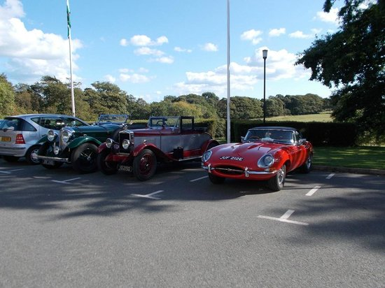 BEST WESTERN Lamphey Court Hotel: Classic cars in car park