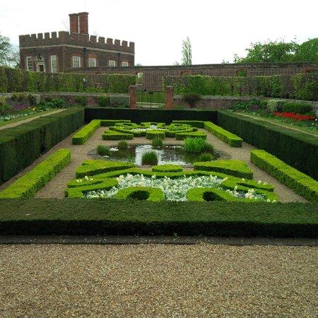 Hampton Court Palace: other tiny garden landscape