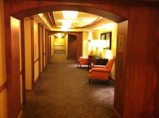 InterContinental Toronto Yorkville: Gang - die Zimmer entspr der Abbildungen auf der Hotel-Website