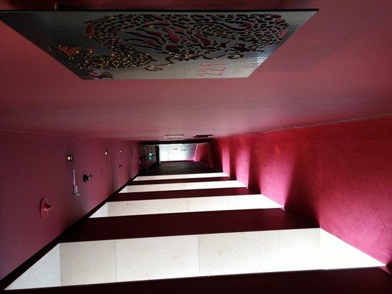Buddha-Bar Hotel Budapest Klotild Palace: corridoio