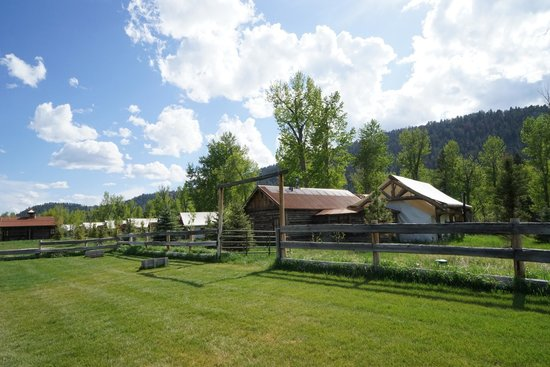 The Ranch at Rock Creek: Hotel grounds