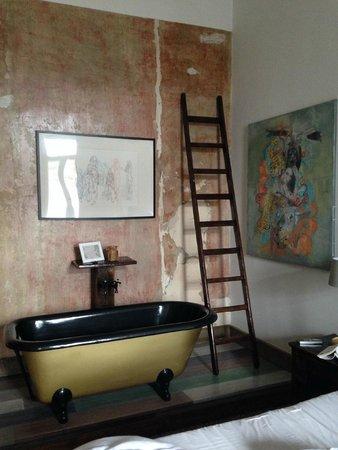 Brody House: The Ludo bath