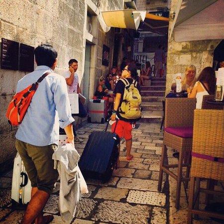 Hotel Slavija : through this narrow street, fun!