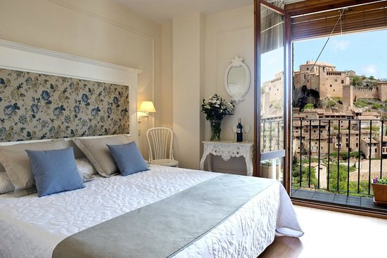 Hotel Santa Maria de Alquezar : Habitación con vistas