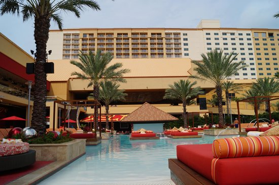 Golden Nugget Biloxi : pool area