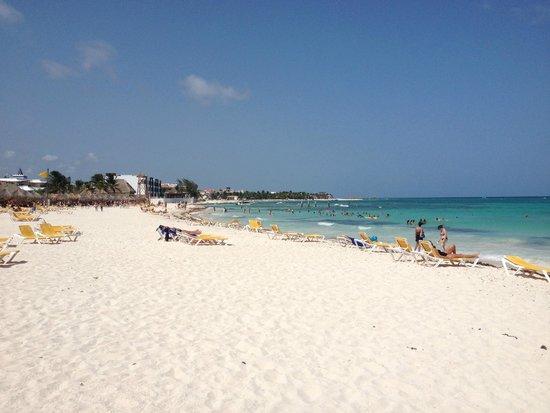 Iberostar Paraiso Maya: Vista de la playa del hotel.