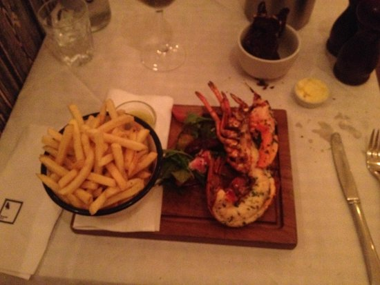 Bonnie Gull Seafood Shack: Grilled lobster with chips