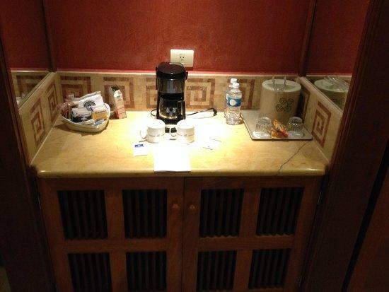 Iberostar Paraiso Maya: Uno de los plus! Cafetera en la habitación, té, azúcar, frigobar. Sin costo adicional!