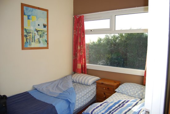 Riviera Bay Holiday Park - Park Holidays UK: Twin room in Bronze chalet (with pets)