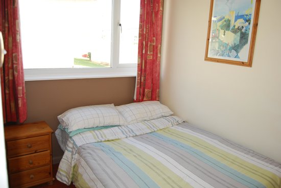 Riviera Bay Holiday Park - Park Holidays UK: Double room in Bronze Chalet
