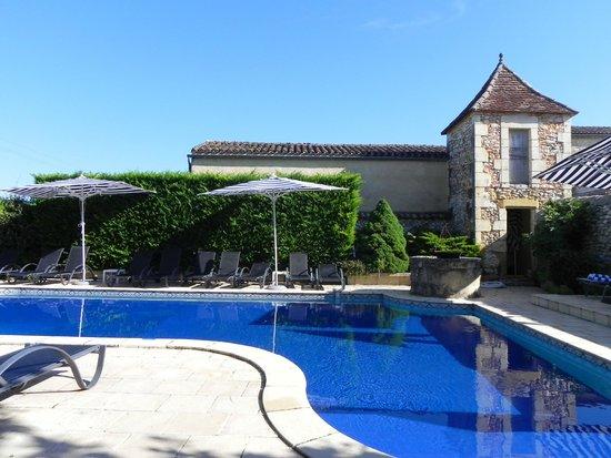 Hotel-Restaurant Edward 1er : La piscine