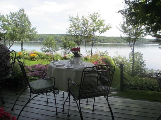 Manoir Hovey: Table  for two for lunch