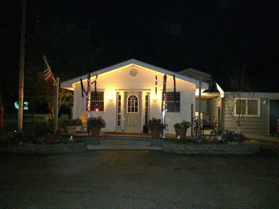Curley S Paradise Motel Front Office At Night