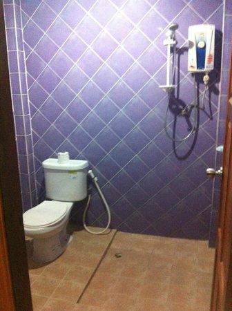 Phi Phi Anita Resort : horrible salle de bain