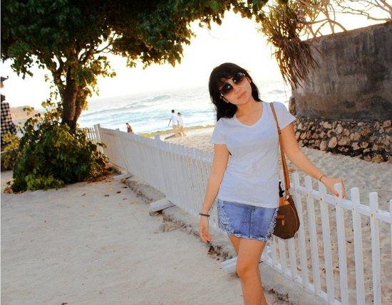 Sandy Bay Beach Club Lembongan : pagar masuk ke pantai restoran