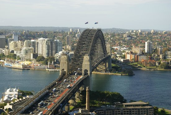 Shangri-La Hotel Sydney : Harbour Bridge view from hotel bar
