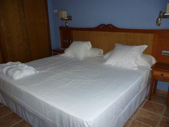Hotel La Laguna Spa & Golf: Dormitorio