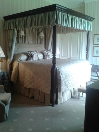 Lucknam Park: Amazing Bed