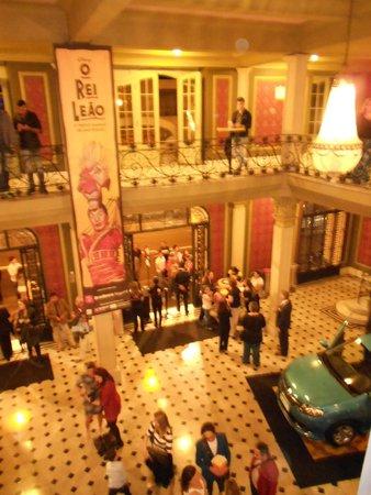 Renault Theatre: Vista da recepção do teatro