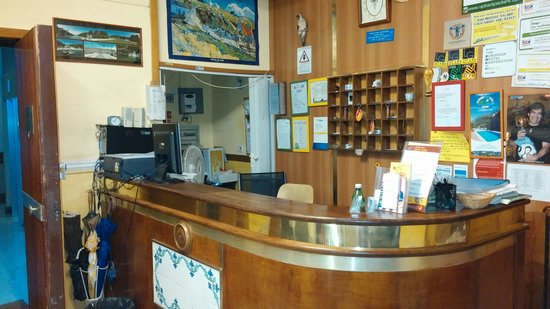 Hostel & Hotel Bella Capri: Reception desk