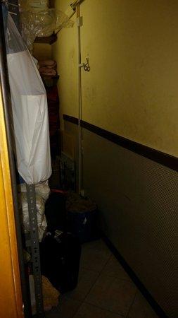 Hostel & Hotel Bella Capri: Luggage room