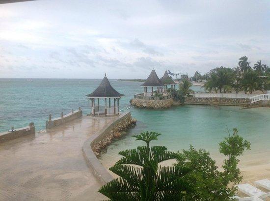 SeaGarden Beach Resort : Seagarden hotel beach on right