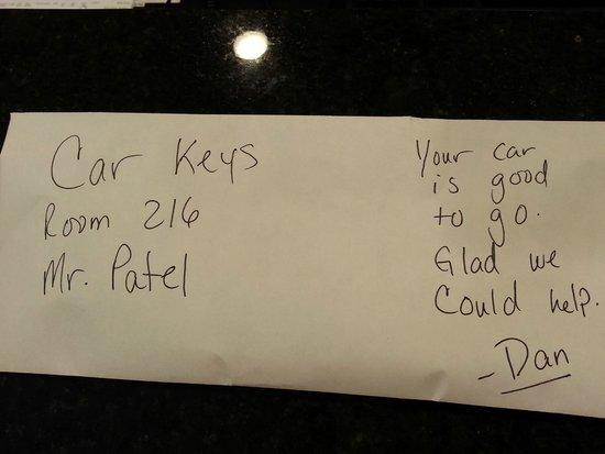 Hampton Inn & Suites Minneapolis / West-Minnetonka : Car Keys in Envelope with a Note.