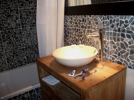 Domaine le Milos : Bathroom
