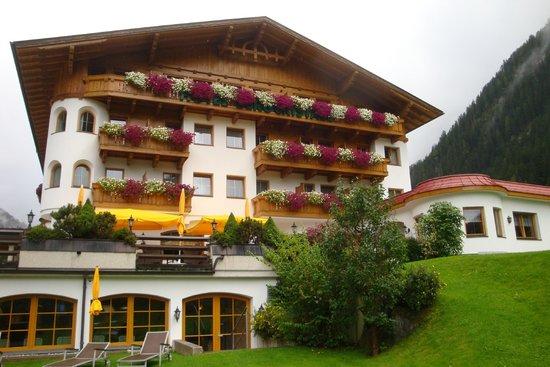 Hotel Bergcristall: Façade de l'hôtel