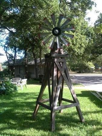 Frederick Motel : The Windmill in the back yard