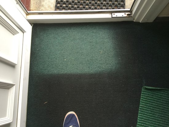 Lanteglos Lodges and Villas: Carpet was very dirty