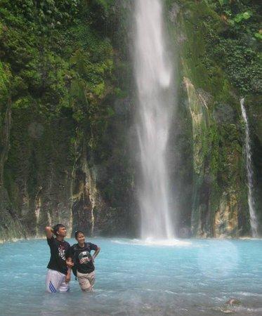 Two Colors Sibolangit Waterfall: biru berdinding tebing eksotik