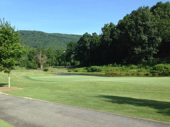 Kingwood Country Club & Resort: golf course entry