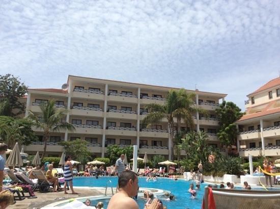 Aparthotel Parque de la Paz : view from pool bar area.