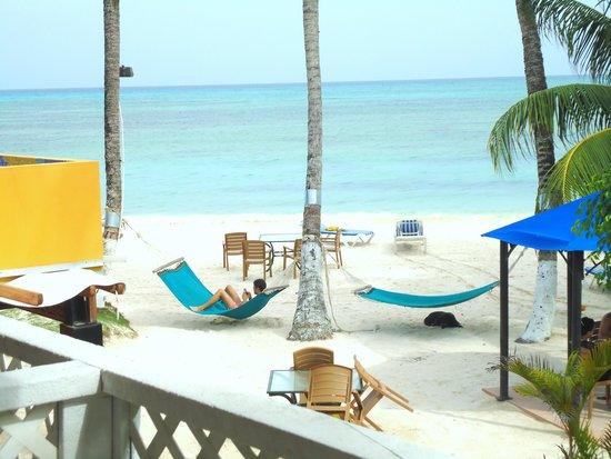 Cocoplum Beach Hotel: Foto da vista da varanda - vista para o mar
