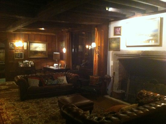 Long Crendon Manor: Guest Lounge