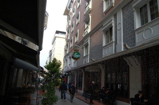 Hotel Sapphire: the hotel's neighborhood