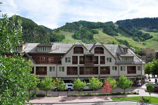 Aspen Square Condominium Hotel: View of Ajax Mountain from 2 BR Condo